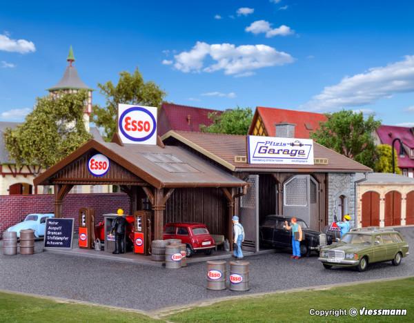 H0 Reparaturwerkstatt Pfizis Garage mit Tankstelle