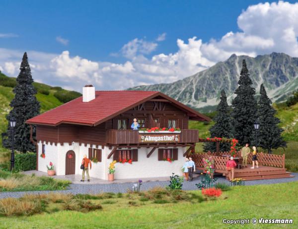 H0 Almgasthof mit Holzterrasse