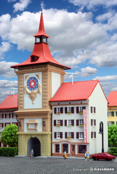 Z Stadttor mit Apotheke in Murten
