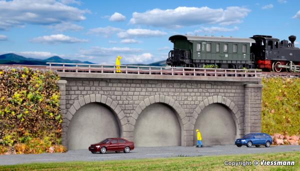 N/Z Gemauerter Bahndamm, eingleisig