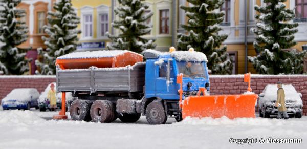 H0 MB ACTROS mit Schneepflug und Streugerät