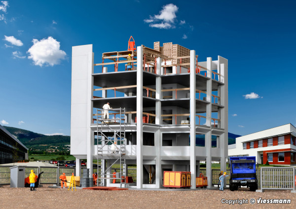 H0 Gebäude-Rohbau mit Baustellenzubehör