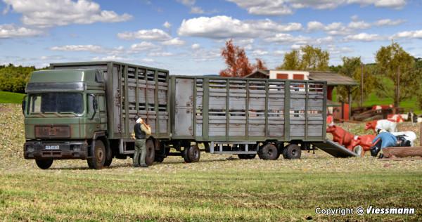 H0 Viehtransporter mit Anhänger und 12 Kühen