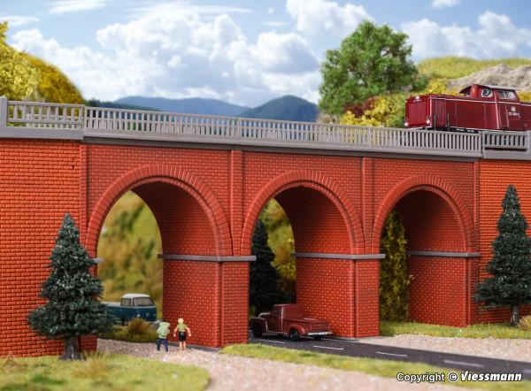 N Backstein-Viadukt