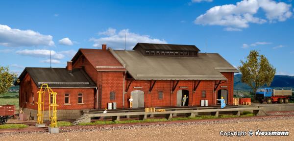H0 Güterhalle mit Lademaß und Freiladerampe