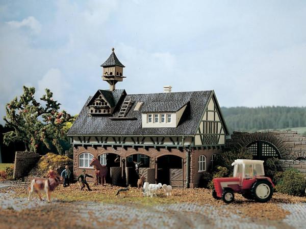 H0 Stall mit Taubenschlag und Pferdeboxen
