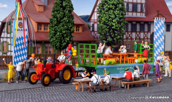 H0 LANZ Traktor mit Festwagen und 6 Figuren