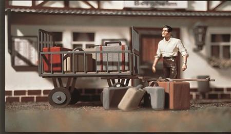 G Gepäckwagen mit Gepäck