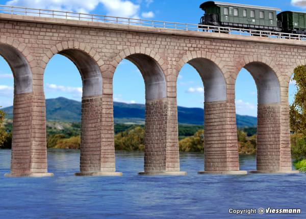N/Z Viaduktpfeiler mit Eisbrecherfundamenten,