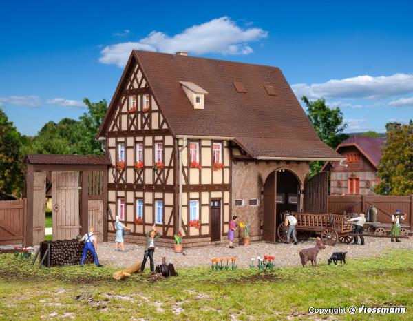 H0 Bauernhaus mit Scheune und Hoftor