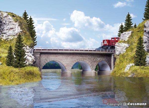 N/Z Regnitz-Brücke mit Eisbrecherpfeilern,