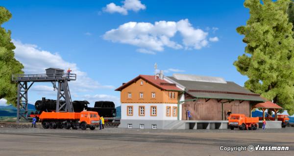 Z Güterhalle mit Überladekran und Rampe