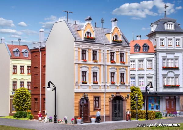 H0 Stadthaus mit Fabrikanbau