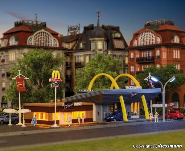 N McDonald`s Schnellrestaurant mit McCafé
