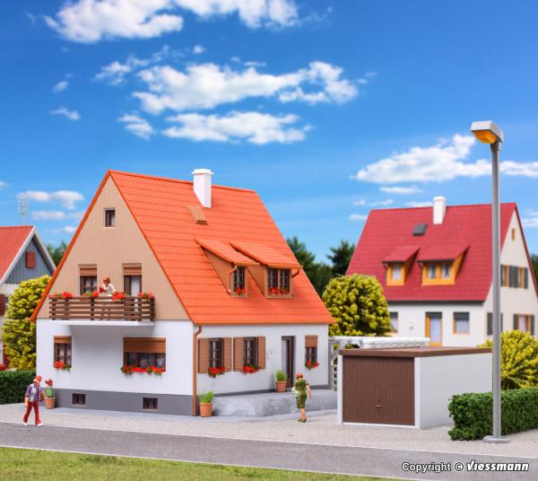 H0 Einfamilienhaus mit Terrasse, Garage und