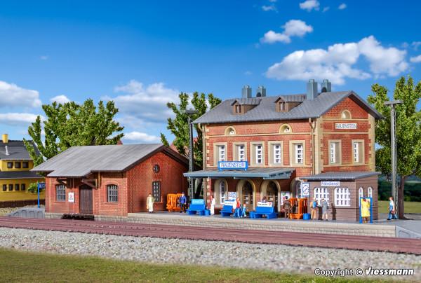 N Bahnhof Rauenstein mit Güterschuppen